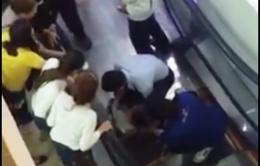 Bé trai 2 tuổi bị tai nạn thang cuốn tại siêu thị Đăk Lăk