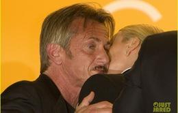 """Nụ hôn """"ngột ngạt"""" nhất LHP Cannes 2016"""