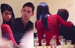 Selena Gomez tay trong tay với trai lạ
