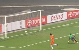 VIDEO: Cú sút đưa bóng chạm hai cột dọc của Gaston Merlo