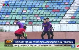 VIDEO: ĐT Việt Nam tập buổi đầu tiên trên sân chính Thuwunna