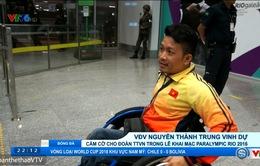 VĐV Nguyễn Thành Trung vinh dự cầm cờ cho Đoàn TTVN trong lễ khai mạc Paralympic Rio 2016