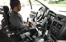 Người khuyết tật có thể lái ô tô với hệ thống lái xe điện tử Joysteer