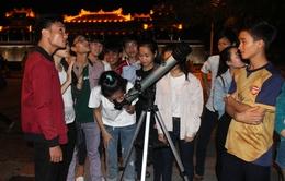 Giới trẻ Đà Nẵng, Huế thích thú ngắm siêu trăng