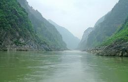 Trung Quốc điều tra vụ đổ trộm 2.000 tấn rác trên sông Dương Tử