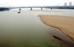 Tàu chở cát chìm trên Sông Hồng, 4 người thoát nạn