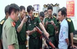 Súng, lựu đạn trên xe khách ở Quảng Nam là mô hình vũ khí quân dụng