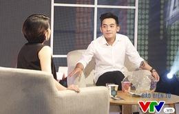 """Muôn màu Showbiz: Phở Đặc Biệt nghiêm túc """"đột biến"""" trước MC Phí Linh"""
