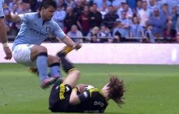 """Sao Chelsea """"rùng mình"""" vì pha vào bóng rợn tóc gáy của Aguero"""