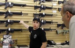 """""""Nóng"""" thị trường súng đạn tại Mỹ"""