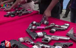 Người dân Venezuela đổi súng lấy máy tính bảng