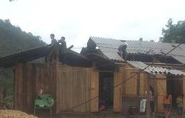 Bắc Kạn: Giông lốc, 275 nhà dân tốc mái