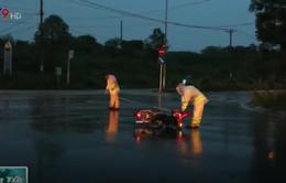 Hai xe máy tông nhau, 3 thanh niên sặc mùi rượu nhập viện