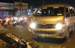 TP.HCM: Rẽ sang đường, thanh niên bị ô tô tông nguy kịch