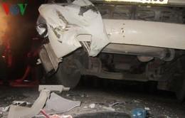 4 xe tải đầu kéo đâm nhau liên hoàn gây ách tắc giao thông