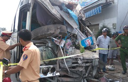 Bạc Liêu: Ô tô khách mất lái tông vào nhà dân