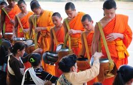 Tak Bat - Nét văn hóa truyền thống của đất nước Triệu Voi