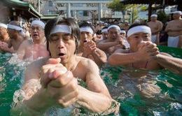Nghi lễ tắm nước lạnh đầu năm tại Nhật Bản