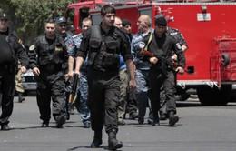 Nhóm vũ trang chiếm trụ sở cảnh sát Armenia đầu hàng