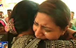 """Nỗi buồn """"người đầu bạc tiễn người đầu xanh"""" tại Lahore, Pakistan"""