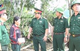 Quân khu 5 tặng quà cho bà con vùng lũ miền Trung