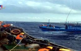 Cứu tàu cá bị nạn về đảo Song Tử Tây an toàn