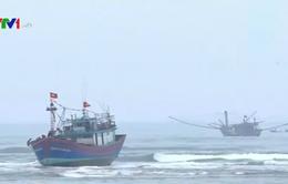 Quảng Bình: Tàu cá ngư dân tiếp tục bị mắc cạn tại cửa biển