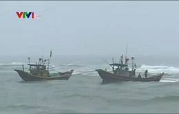 Quảng Bình: Dông lốc khiến hàng chục tàu cá gặp nạn