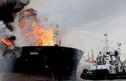 Cháy tàu chở dầu ở Vịnh Mexico