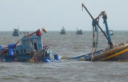 Tàu cá chìm ở Trường Sa, 15 ngư dân trôi dạt trên biển