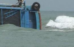 Hai tàu cá Quảng Ngãi bị giông lốc đánh chìm