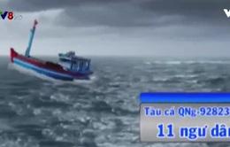 11 ngư dân Quảng Ngãi vẫn bám trụ trên tàu cá chết máy, trôi tự do