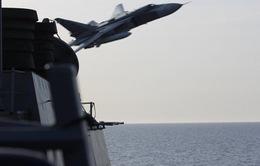 Máy bay Nga áp sát tàu khu trục Mỹ