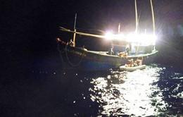Đà Nẵng: Trắng đêm cứu thuyền viên gặp nạn trên biển