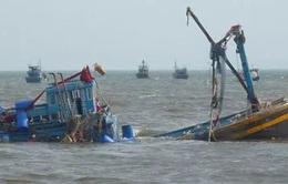 Quảng Bình: Đã liên lạc được với 7 thuyền viên mất tích trên biển