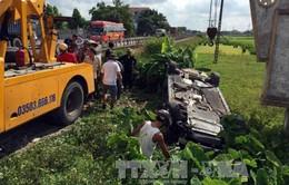 Nam Định: Kinh hoàng tàu hỏa đâm ô tô