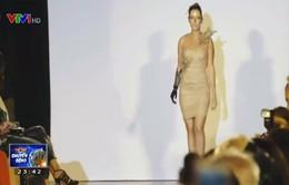 Cô gái trẻ thỏa ước mơ làm người mẫu với cánh tay điện tử