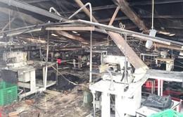 Cháy lớn thiêu rụi 2.000m2 xưởng may ở TP.HCM