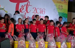 TP.HCM trao quà Tết cho trẻ em nghèo