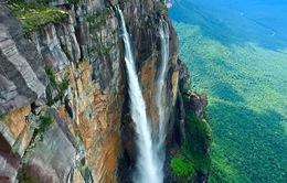 """Ngắm thác nước cao nhất thế giới qua góc quay """"ảo diệu"""" của drone"""