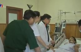 Đại tướng Ngô Xuân Lịch thăm và tặng quà Bệnh viện Trung ương Quân đội 108