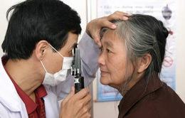Dinh dưỡng giúp phòng ngừa bệnh về mắt cho người cao tuổi