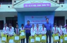 Thành đoàn - Hội đồng Đội TP Hà Nội thăm và tặng quà thanh thiếu nhi Điện Biên