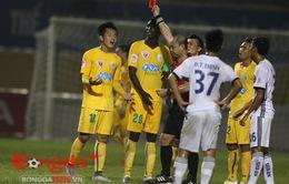 Ăn mừng quá lâu, người hùng của FLC Thanh Hóa bị đuổi khỏi sân