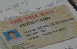 """Dùng thẻ nhà báo """"dỏm"""" che mắt CSGT"""
