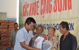 300 hộ nghèo xã đảo Thạnh An được nhận quà và khám bệnh miễn phí