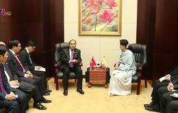 Thủ tướng Nguyễn Xuân Phúc hội kiến Cố vấn Nhà nước Myanmar