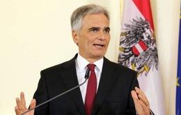Thủ tướng Áo tiếp tục chỉ trích chính sách tị nạn của Đức