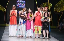 """Tuần lễ thời trang quốc tế Việt Nam: """"Thổi"""" hồn dân tộc vào thời trang cao cấp"""