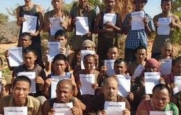 Các con tin được cướp biển Somalia thả trở về an toàn